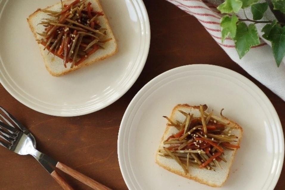 甘辛な味付けが米粉パンにぴったり『きんぴらごぼうトースト』