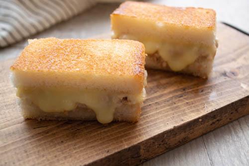 アメリカの定番サンドイッチを米粉パンで『ツナメルトホットサンド』